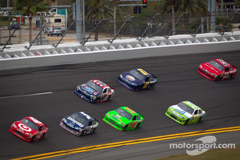 Juan Pablo Montoya, Earnhardt Ganassi Racing Chevrolet aan de leiding