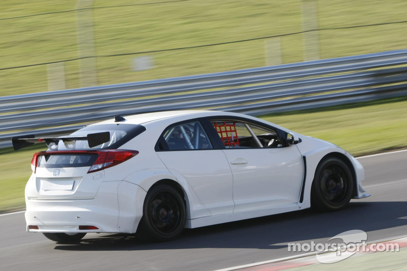 Honda Racing test de nieuwe Honda Civic