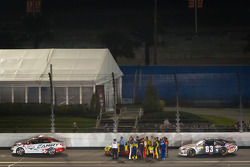Drivers out of their cars on the superstretch