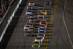 Matt Kenseth, Roush Fenway Racing Ford leads the field