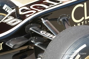 Lotus Renault F1 Team front suspension