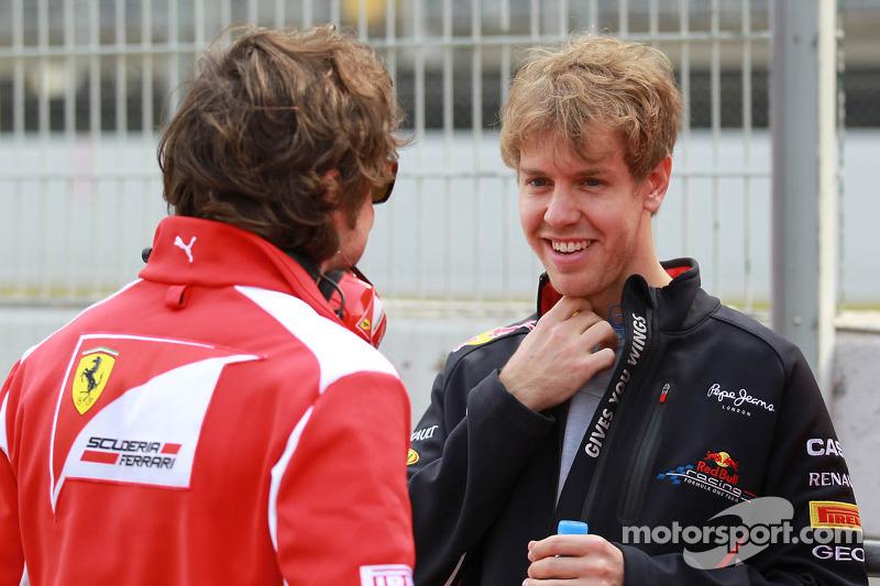 Fernando Alonso, Scuderia Ferrari met Sebastian Vettel, Red Bull Racing