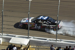 Winner Tony Stewart, Stewart-Haas Racing Chevrolet