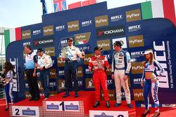 Yvan Muller, Robert Huff, Gabriele Tarquini, Pepe Oriola, SEAT Leon WTCC, Tuenti Racing Team 1st position Yokohama Trophy