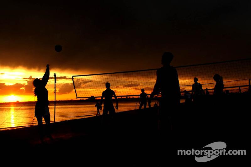 St. Kilda Beach atmosphere