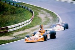 Vittorio Brambilla, March 751 Ford, lidera a Hans-Joachim Stuck, March 751 Ford