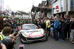 №22 Wochenspiegel Team Monschau, Ferrari 488 GT3: Георг Вайсс, Оливер Кайнц, Йохен Крумбах, Майк Стурсберг