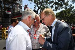 Derek Warwick, commissaire de la FIA, le journaliste Dieter Rencken et Ari Vatanen