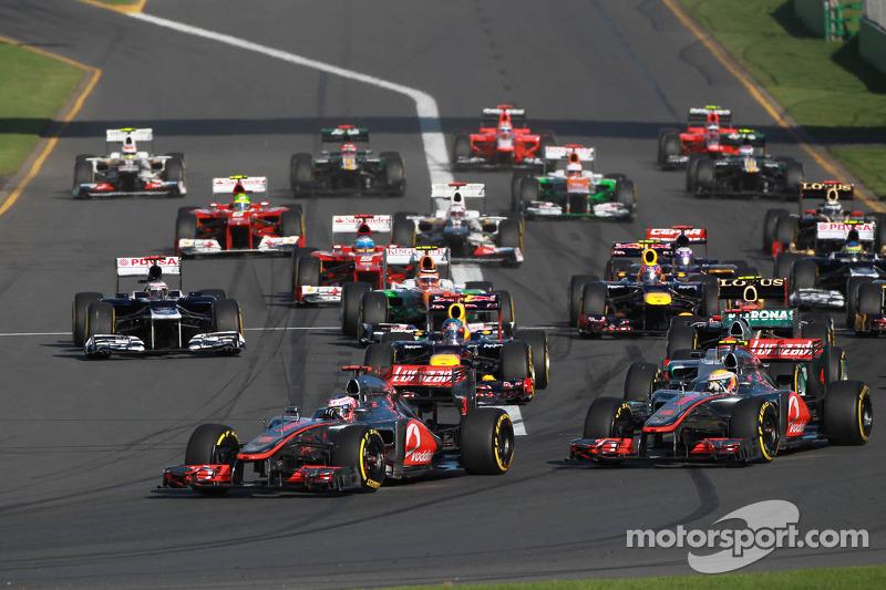 Jenson Button, McLaren Mercedes aan de leiding bij de start