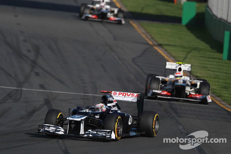 Pastor Maldonado, Williams F1 Team leads Sergio Perez, Sauber F1 Team