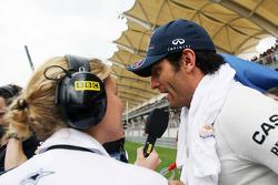 Mark Webber, Red Bull Racing interview met Jenny Gow, BBC Radio 5 Live Pitlane Reporter op de grid