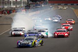 GT500 start: #38 Lexus Team Zent Cerumo Lexus SC430: Yuji Tachikawa, Kohei Hirate leads the field