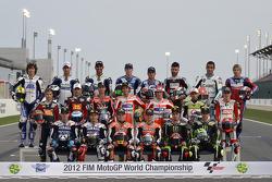 Foto de grupo de pilotos MotoGP