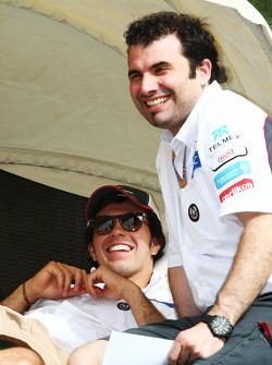Sergio Pérez, Sauber se relaja en el paddock