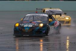#68 TRG Porsche GT3: Jeroen Bleekemolen, Emilio Di Guida