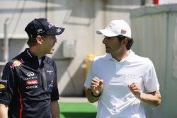 Sebastian Vettel, Red Bull Racing met Pedro De La Rosa, HRT Formula 1 Team