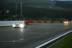 Crossing the finish line, #3 Audi Sport Team Joest Audi R18 Ultra: Romain Dumas, Loic Duval, Marc Gene