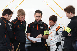 Jérôme d'Ambrosio, Dragon Racing, checks the data with his team in the garage