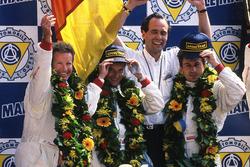 Харли Хейвуд, Мауро Бальди, Янник Дальма, Dauer Porsche 962 LM на подиуме