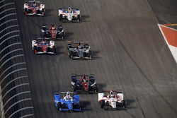 Скотт Диксон, Chip Ganassi Racing Honda, и Тристан Вотье, Dale Coyne Racing Honda