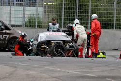El coche de Gary Paffett, Mercedes-AMG Team HWA, Mercedes-AMG C63 DTM tras el accidente