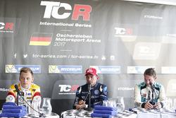 Basın toplantısı: Gianni Morbidelli, West Coast Racing, Volkswagen Golf GTi TCR, 2. Mato Homola, DG Sport Competition, Opel Astra TCR, 3. Jean-Karl Vernay, Leopard Racing Team WRT, Volkswagen Golf GTi TCR