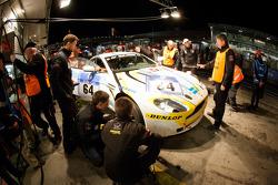 Pit stop for #64 Aston Martin Vantage GT4: Alejandro Chahwan, Jose Manuel Balbiani, Ruben Salerno, Juan Manuel Silva