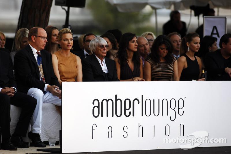 HSH Prins Albert van Monaco, CEO Formula One Group, Fabiana Flosi op de Amber Lounge Fashion Show