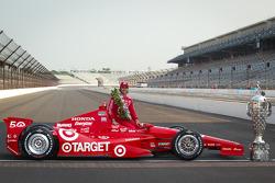 Winners photoshoot: Dario Franchitti, Target Chip Ganassi Racing Honda