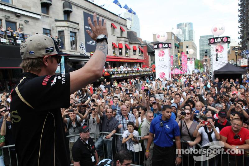 Kimi Raikkonen, Lotus Renault F1 Team met fans in Montreal
