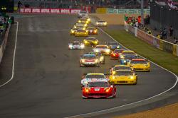 Start: #59 Luxury Racing Ferrari F458 Italia: Frederic Makowiecki, Jaime Melo, Dominik Farnbacher