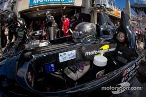 Pit stop for #33 Level 5 Motorsports HPD ARX 03b Honda: Scott Tucker, Christophe Bouchut, Luis Diaz