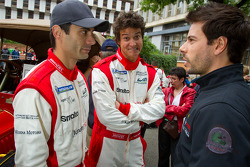 Jaime Melo and Frederic Makowiecki discuss while Dominik Farnbacher has fun