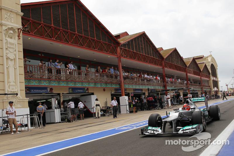 Michael Schumacher, Mercedes AMG F1 deja los pits