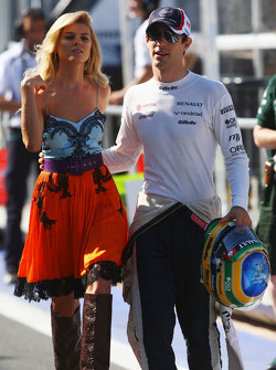 Bruno Senna, Williams with a glamorous model