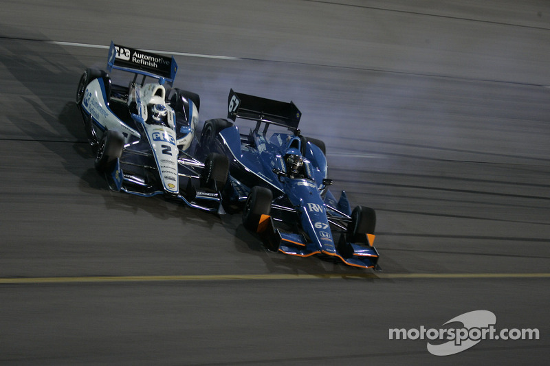 Ryan Briscoe, Team Penske Chevrolet en Josef Newgarden, Sarah Fisher Hartman Racing Honda crash