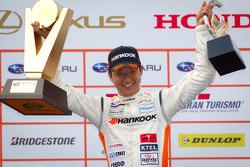 GT300 podium: winner Tomonobu Fujii