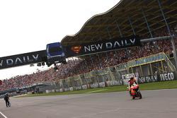 Casey Stoner, Repsol Honda Team takes the win