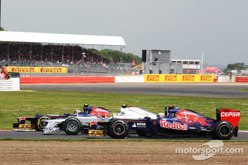 Jean-Eric Vergne, Scuderia Toro Rosso; Nico Rosberg, Mercedes AMG F1 en Daniel Ricciardo, Scuderia Toro Rosso battle for position