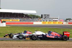 Jean-Eric Vergne, Scuderia Toro Rosso; Nico Rosberg, Mercedes AMG F1 and Daniel Ricciardo, Scuderia Toro Rosso battle for position