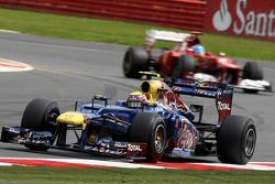 Mark Webber, Red Bull Racing leads Fernando Alonso, Scuderia Ferrari