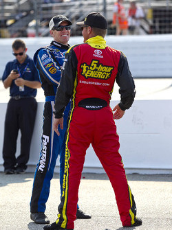 Carl Edwards, Roush Fenway Racing Ford, Clint Bowyer, Michael Waltrip Racing Toyota