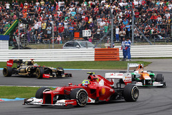 Felipe Massa, Scuderia Ferrari leads Nico Hulkenberg, Sahara Force India F1 and Kimi Raikkonen, Lotus F1