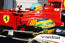 Bruno Senna, Williams en Fernando Alonso, Ferrari in parc ferme