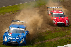GT500 start: #12 Team Impul Nissan GT-R: Joao Paulo de Oliveira, Tsugio Matsuda and #23 Nismo Nissan GT-R: Satoshi Motoyama, Michael Krumm crash