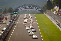 GT300 start: #33 Hankook KTR Porsche 911 GT3 R: Masami Kageyama, Tomonobu Fujii leads the field