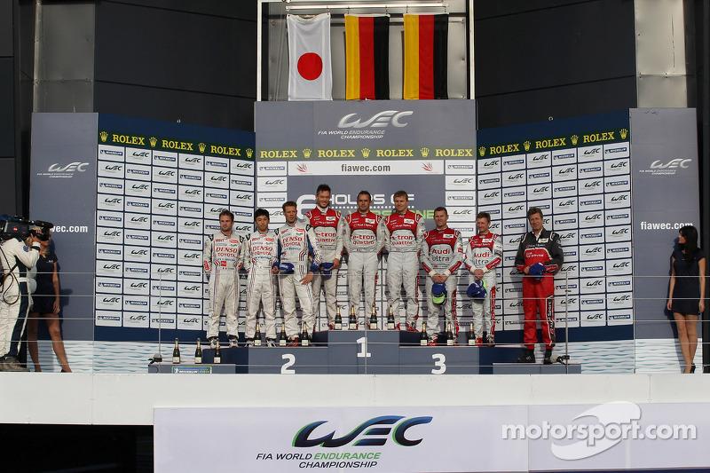 LMP1 podium: winnaars Andre Lotterer, Benoit Tréluyer, Marcel Fässler, 2de Nicolas Lapierre, Kazuki Nakajima, Alexander Wurz, 3de Allan McNish, Tom Kristensen
