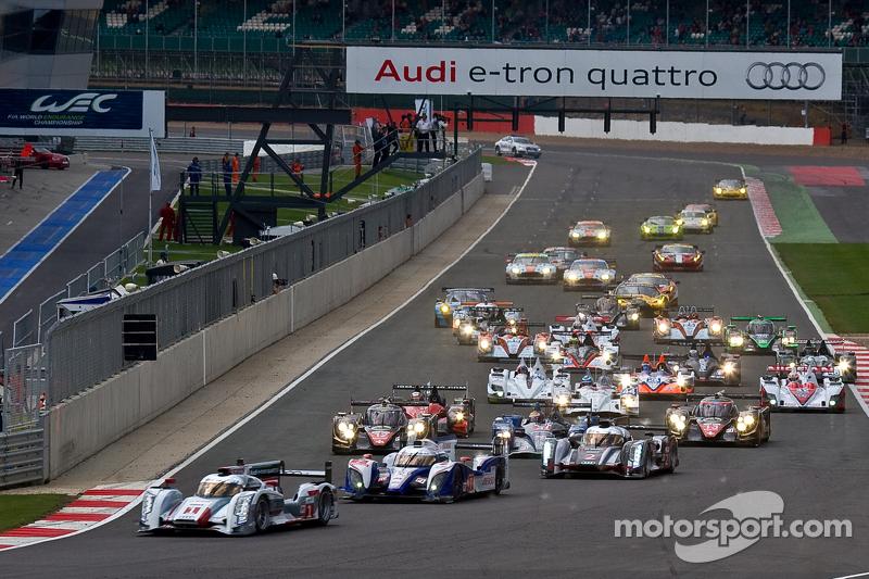 #1 Audi Sport Team Joest Audi R18 e-tron quattro: Andre Lotterer, Benoit Tréluyer, Marcel Fässler le