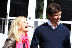 Susie Wolff, piloto de pruebas de Williams con Toto Wolff, Director Ejecutivo de Williams