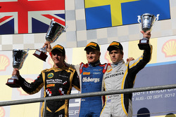 Podium: race winner Marcus Ericsson, second place James Calado, third place Davide Valsecchi